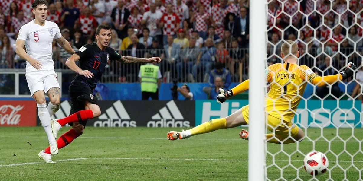 O famoso 'jeitinho': Inglaterra tentou marcar gol enquanto croatas comemoravam 2 a 1; veja vídeo