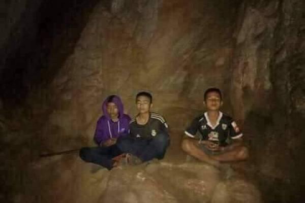 meditación niños tailandia