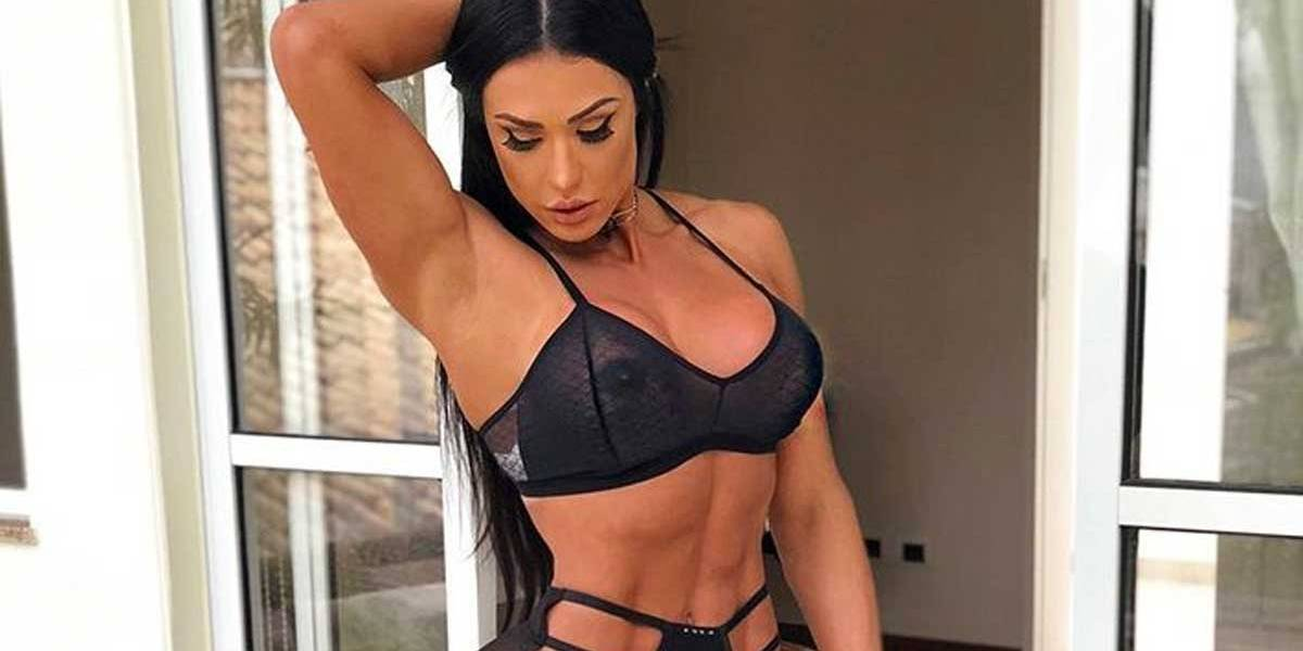 Gracyanne Barbosa ousa em foto com lingerie transparente