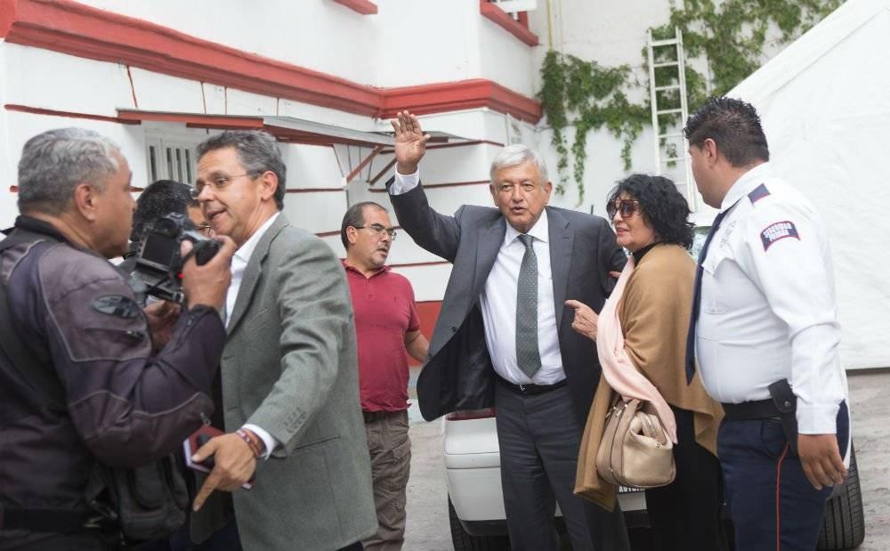 Personal de la embajada de Estadis Unidos visitó la casa de transición de Obrador Foto: Cuartoscuro