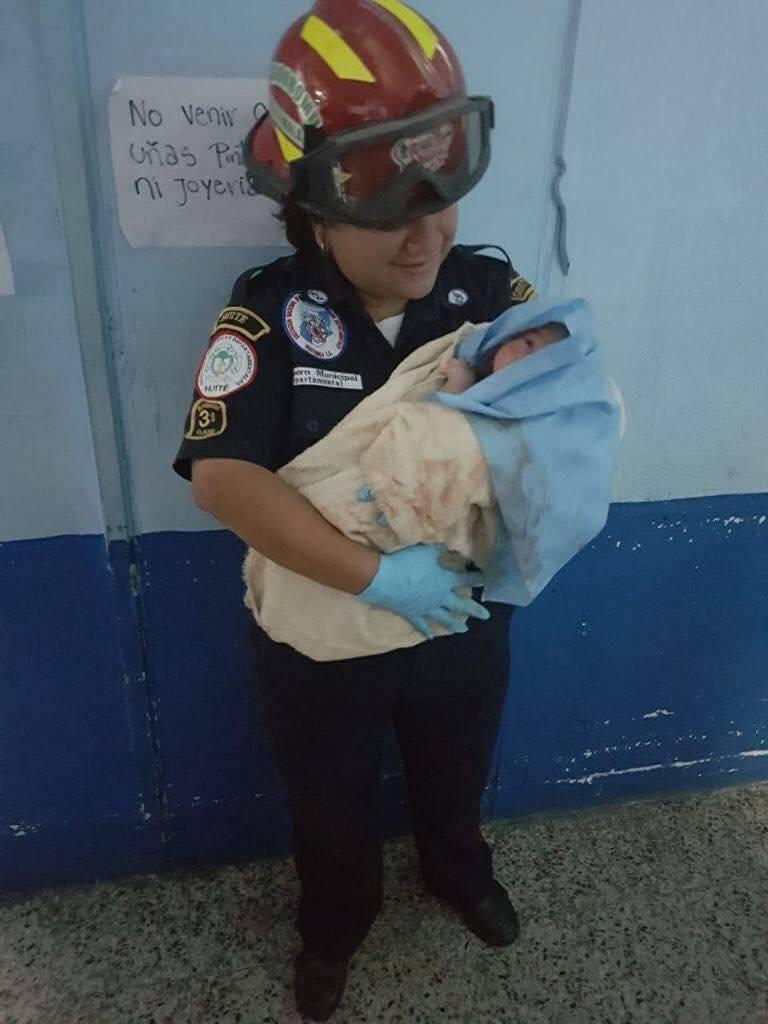 bebé nace en ambulancia en Huité, Zacapa