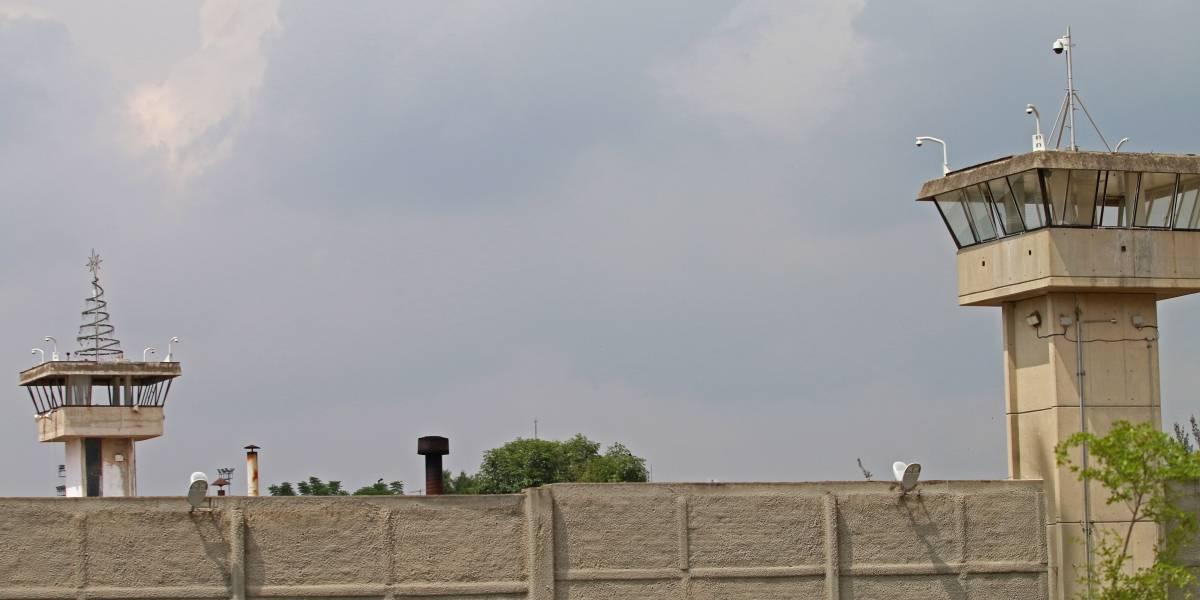 Internos inconformes por revisión prenden fuego a colchones en NL