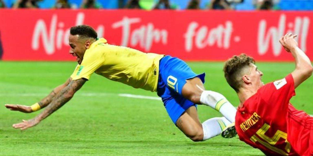 Neymar reconoce que a veces exagera con sus caídas