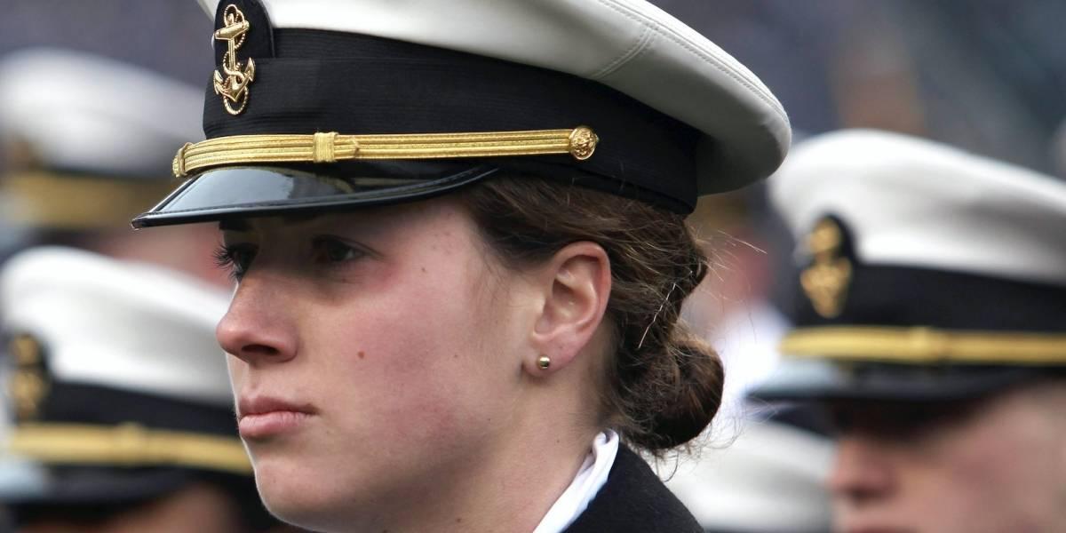 Mujeres de la Marina de EEUU ya podrán usar colas de caballo y peinados más largos