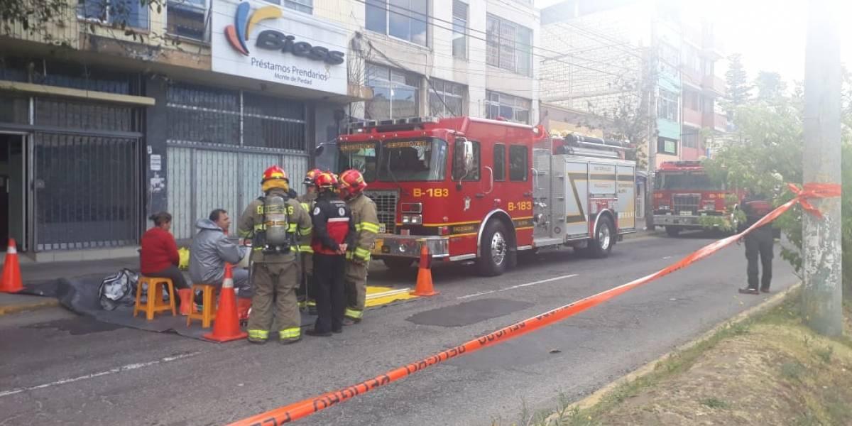 Quito: Una persona herida y 5 afectadas por derrame de material químico en la avenida 10 de Agosto