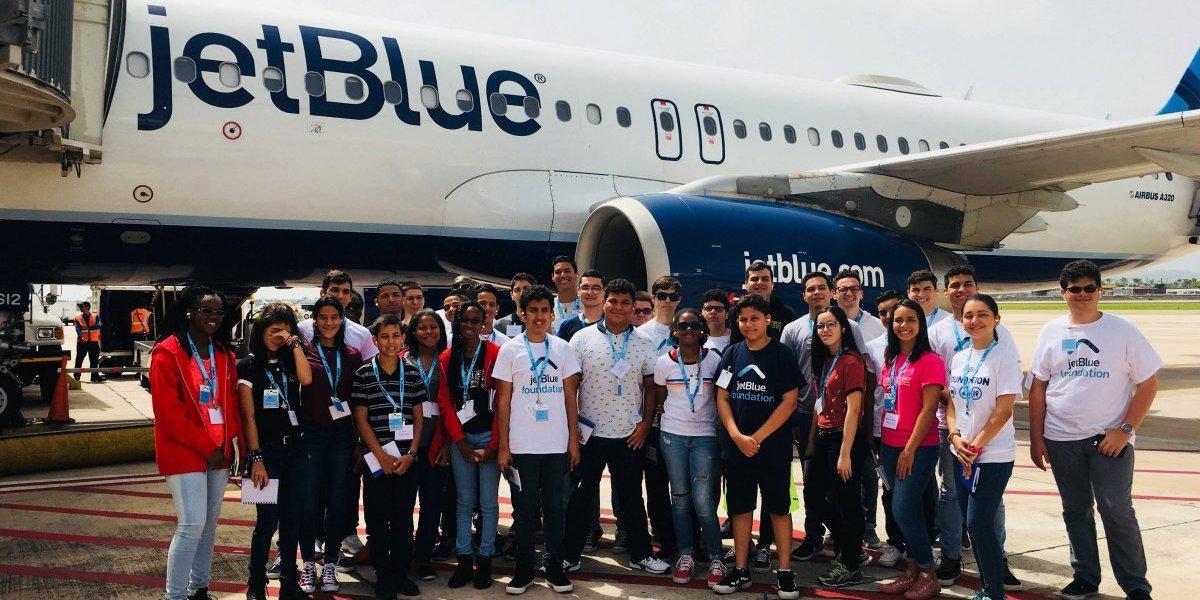 Jetblue busca promover carreras relacionadas a la aviación en la Isla