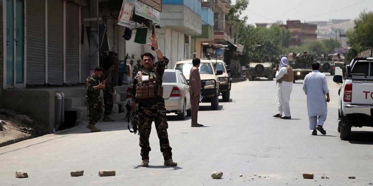 Mueren al menos 31 militares y 50 talibanes en ataques en Afganistán