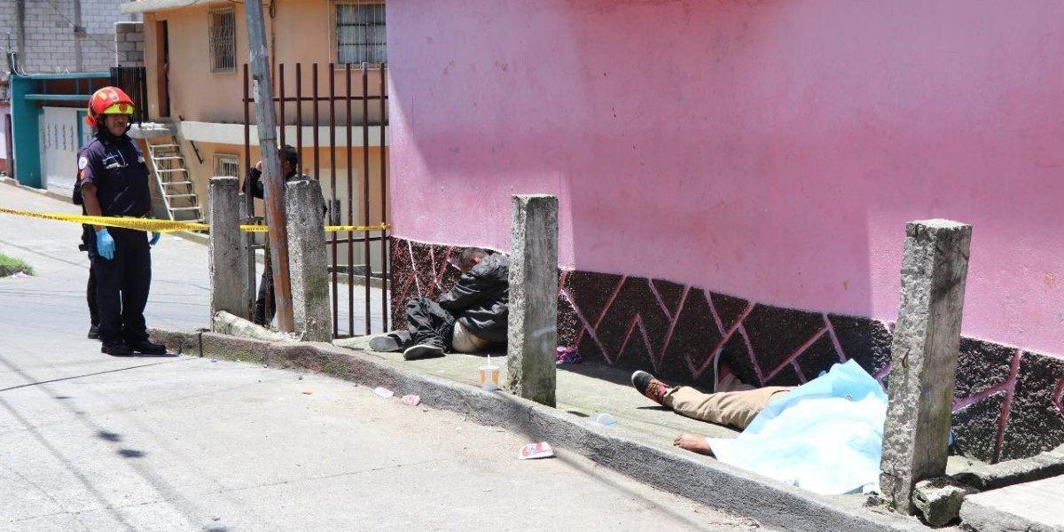 Dos alcohólicos se intoxican con comida y uno pierde la vida