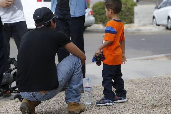 Una corte ordenó al gobierno reunir las familias separadas entre principios de mayo y el 20 de junio, cuando el presidente Donald Trump decretó el fin de las separaciones