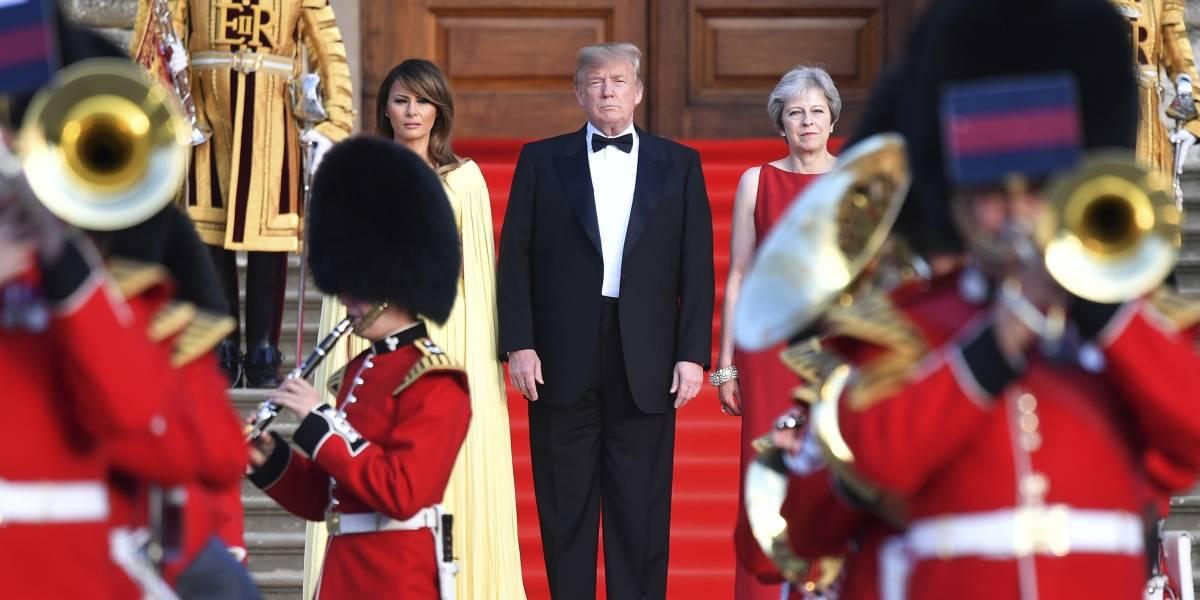 Reciben a Trump con una ceremonia militar en Reino Unido