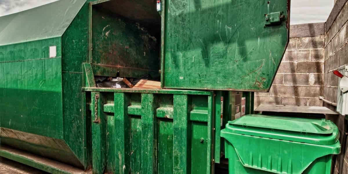 Mujer cayó desde el décimo piso por el ducto por el que se bota la basura y fue encontrada por el conserje aplastada en el compactador