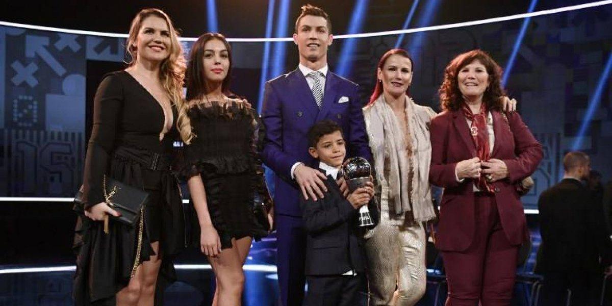 FOTO. CR7 celebra con su familia su nueva etapa futbolística