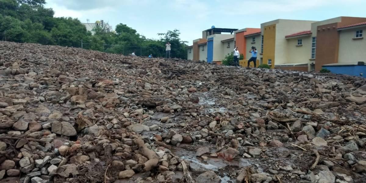 Deslave en fraccionamiento de Jocotepec daña 25 casas