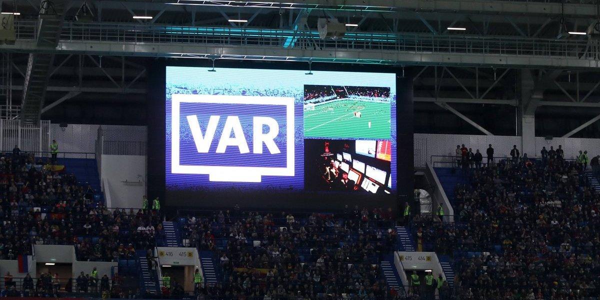 Chile verá la final del Mundial por TV: El chileno Carlos Astroza fue designado para el VAR