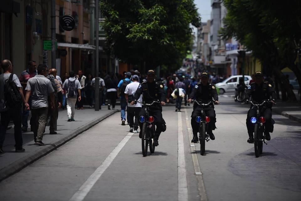 Los elementos de la PNC se transportan en motocicleta