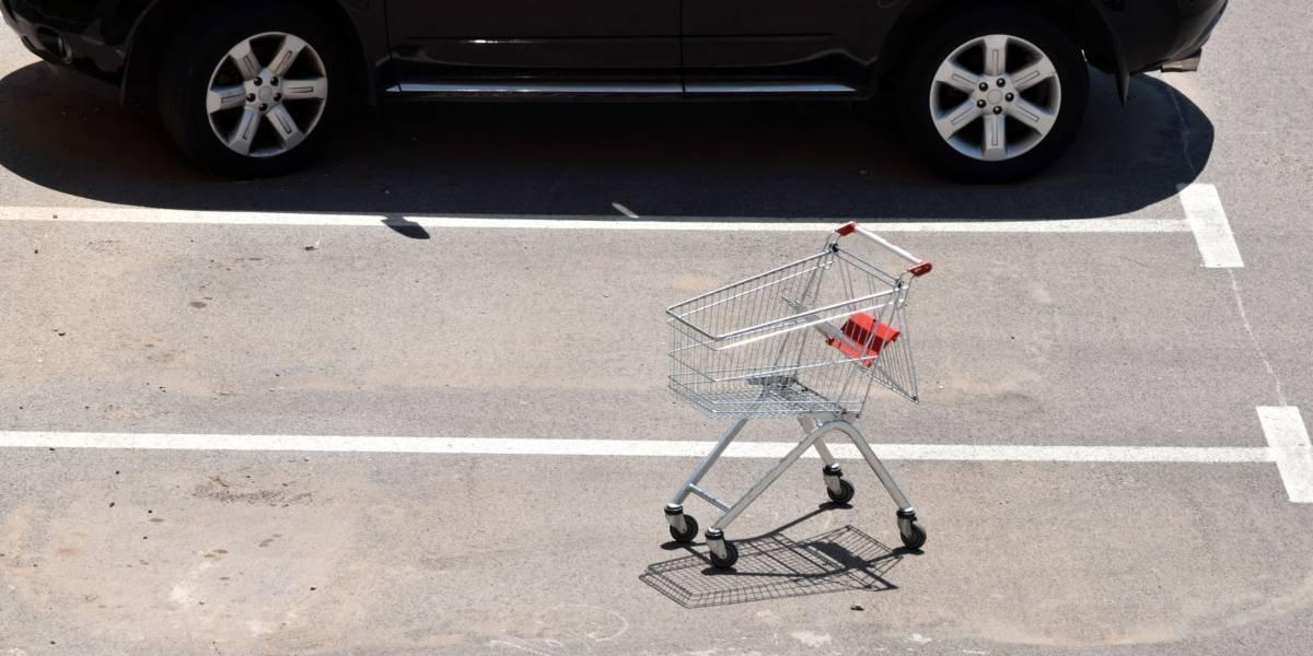 """Hizo las compras en el supermercado, se fue tranquilamente para su casa y dos semanas después se dio cuenta que había """"robado"""" un auto"""