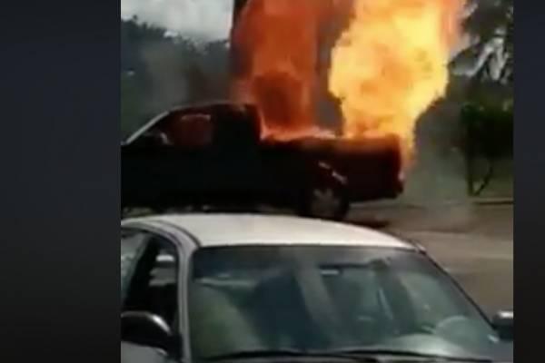 Guagua en llamas