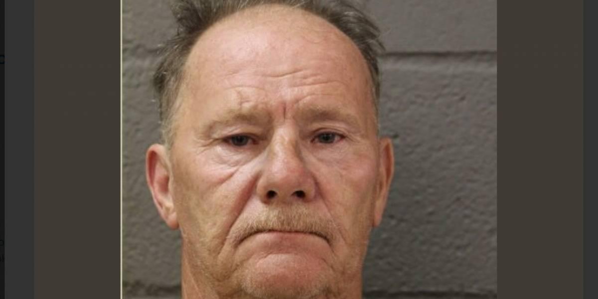 Fichan a racista que atacó mujer que llevaba camisa con la bandera de P.R. en Chicago