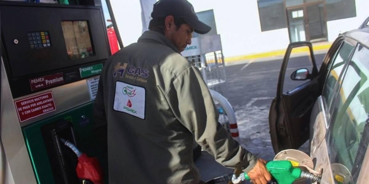 Gasolina, hasta 24 pesos al arranque del gobierno de AMLO