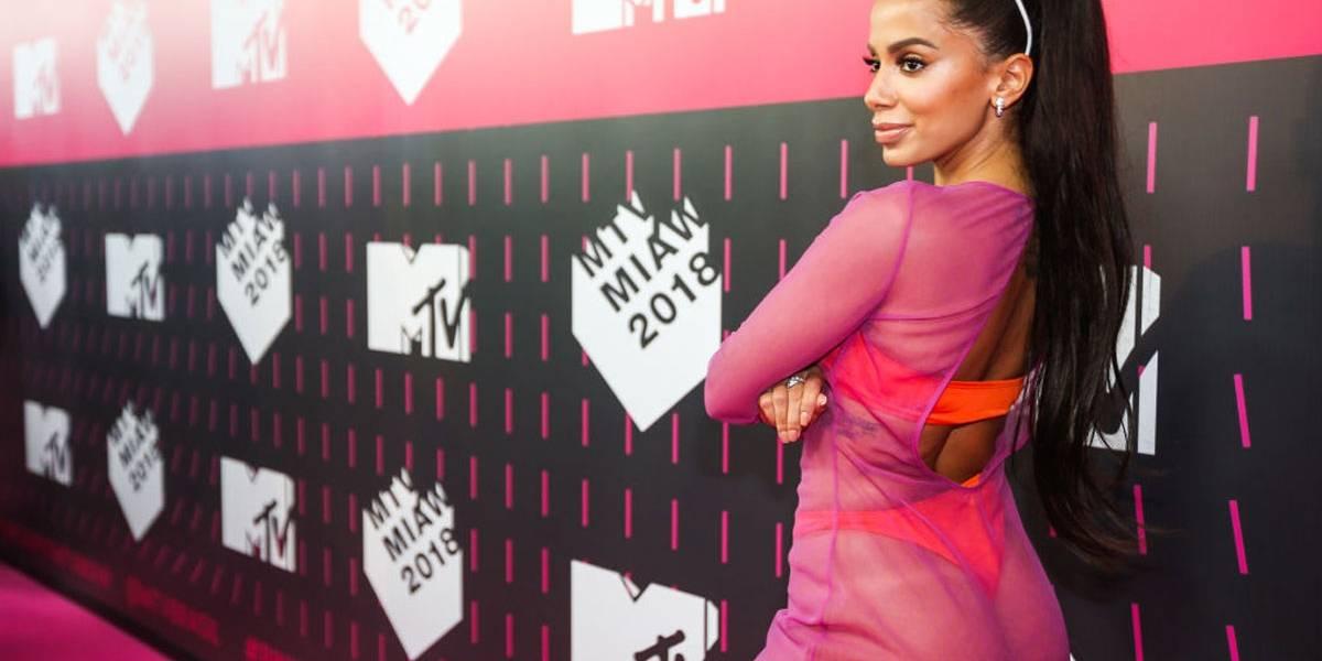 Anitta responde a haters, revoltados com sua série na Netflix: 'É só não assistir, posso indicar outras coisas'