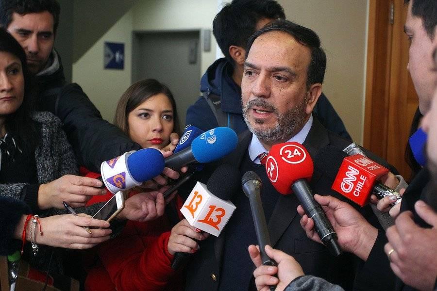 Gabriel Henríquez, abogado de sacerdote acusado de estupro