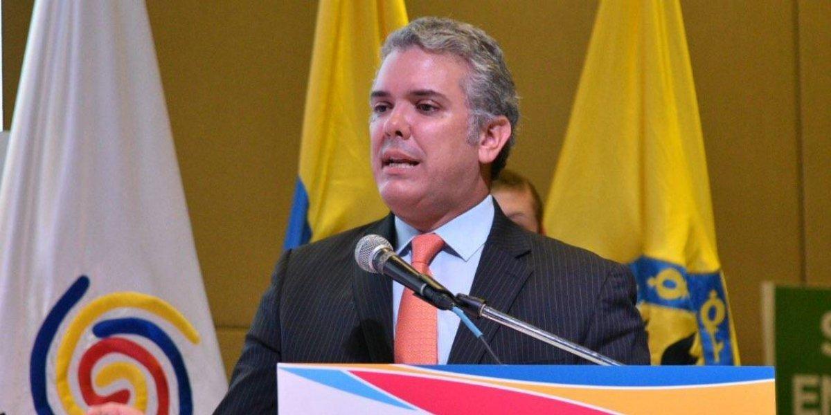 Tras conocer intención de subir impuestos, colombianos le cobran este trino a Duque