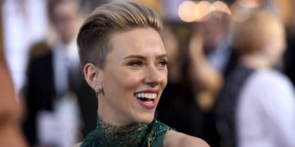 Scarlett Johansson deja filme donde interpretaría a hombre trans