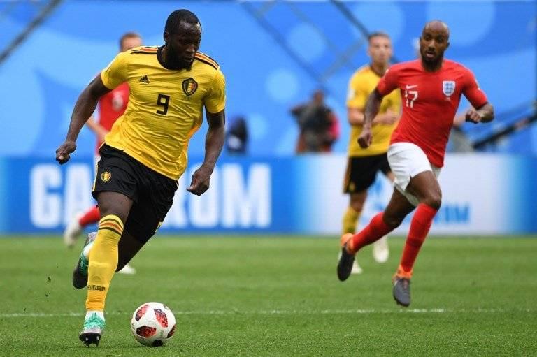 Lukaku conduce el balón durante el partido por el tercer puesto