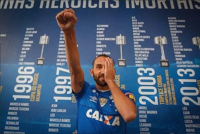 Al debut de Hernán Barcos con el Cruzeiro solo le faltó el gol
