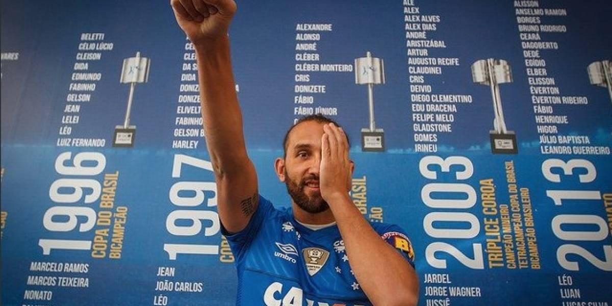 Así reciben los hinchas de Cruzeiro a Hernán Barcos