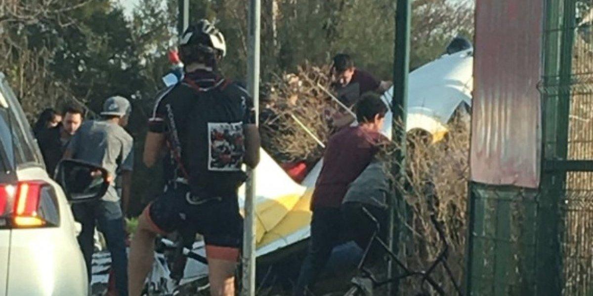 Avioneta cae en Peñalolén: impactó en un sitio eriazo, pero hay varios lesionados
