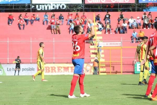 Hansen celebra el gol del triunfo para Municipal