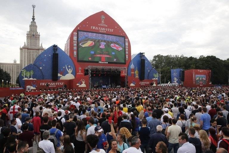 El Fan Fest de Moscú es abarrotado por aficionados