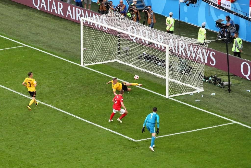 Alderweireld evitó el 1-1 parcial entre Inglaterra y Bélgica al sacarla de la línea / Foto: Getty Images