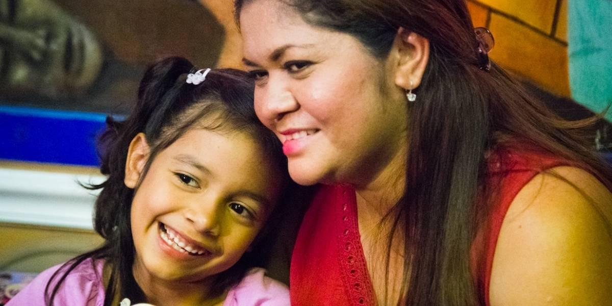 Niña que llamó la atención sobre separación de familias se reúne con su madre