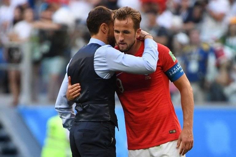 Southgate abrasa a Kane tras finalizado el partido ante Bélgica