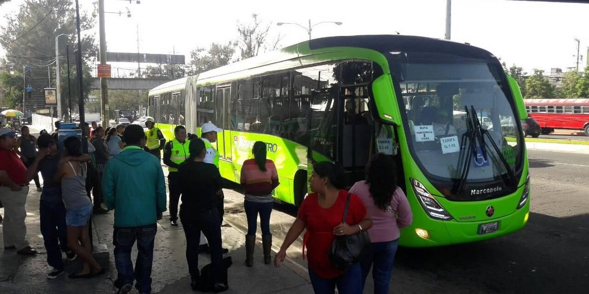 Realizan desvíos en rutas de Transmetro por manifestación de taxistas