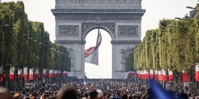 Una panorámica de cómo lucía el Arco del Triunfo durante la final del Mundial