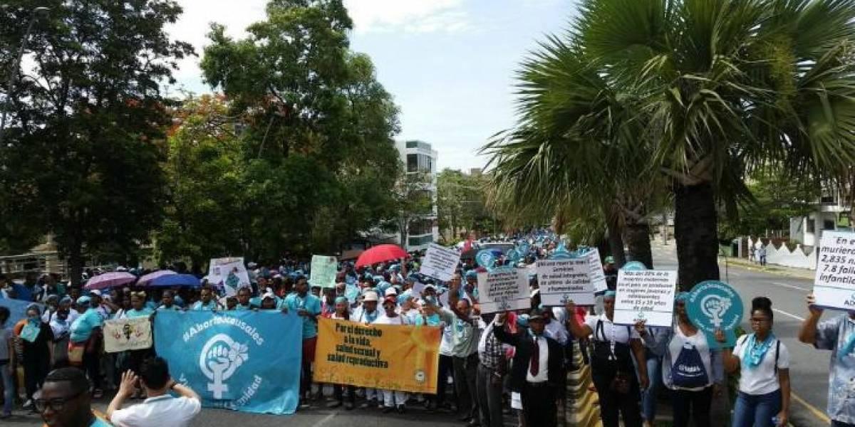 Miles marchan por despenalización del aborto en República Dominicana