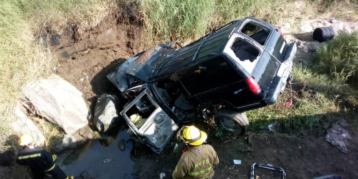 Fallecen integrantes de banda en vuelco de camioneta en el sur de Jalisco
