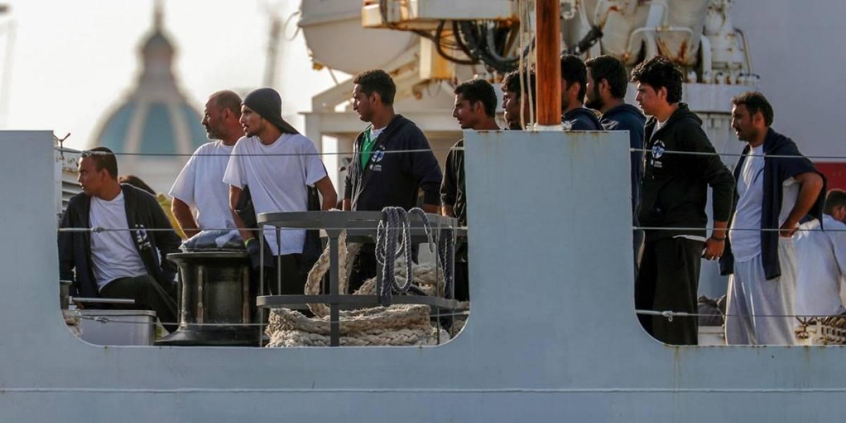 Italia espera que más países reciban migrantes rescatados