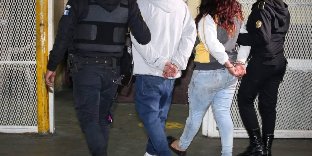 Detienen a dos mujeres y un hombre sospechosos de haber atacado a dos personas en un restaurante