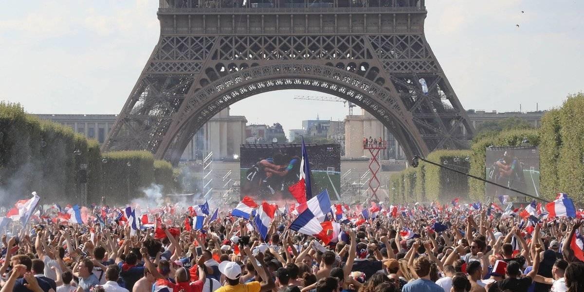 Franceses estallan de alegría tras campeonato en Rusia 2018