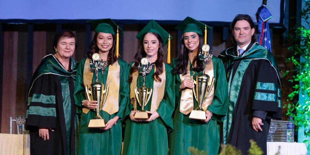 Bachilleres de New Horizons son admitidos en más de 80 universidades extranjeras