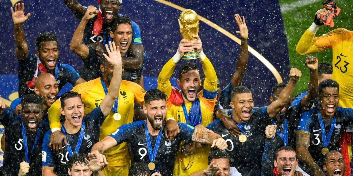 Griezmann celebra triunfo de Francia con bandera uruguaya