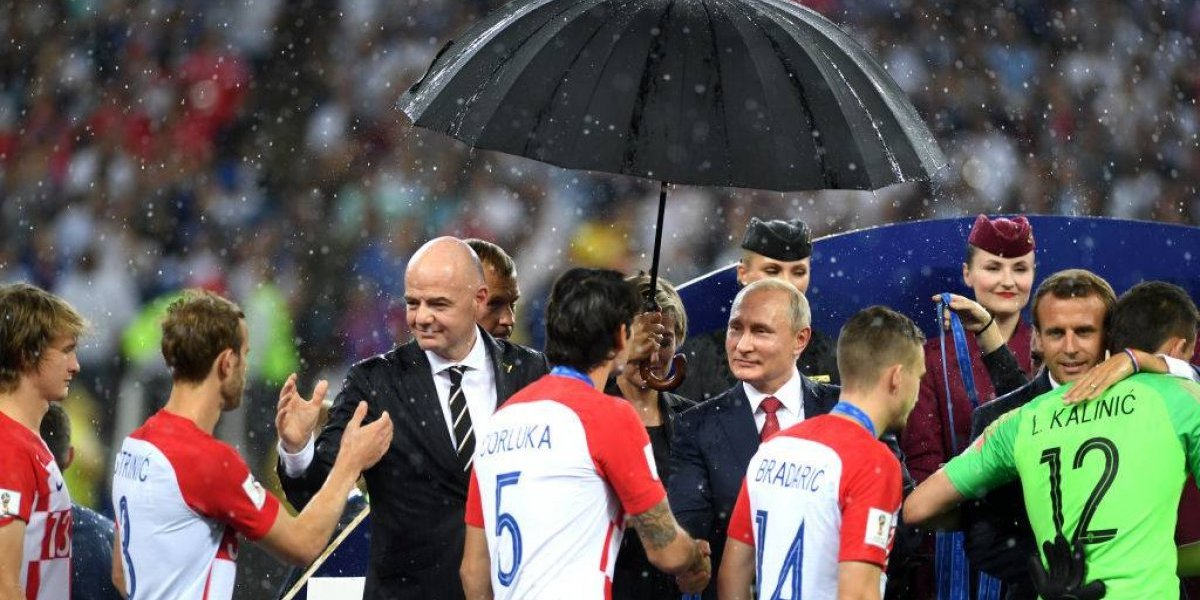 Se mojaron todos menos Putin: El aguado show de celebración de Francia en Rusia 2018