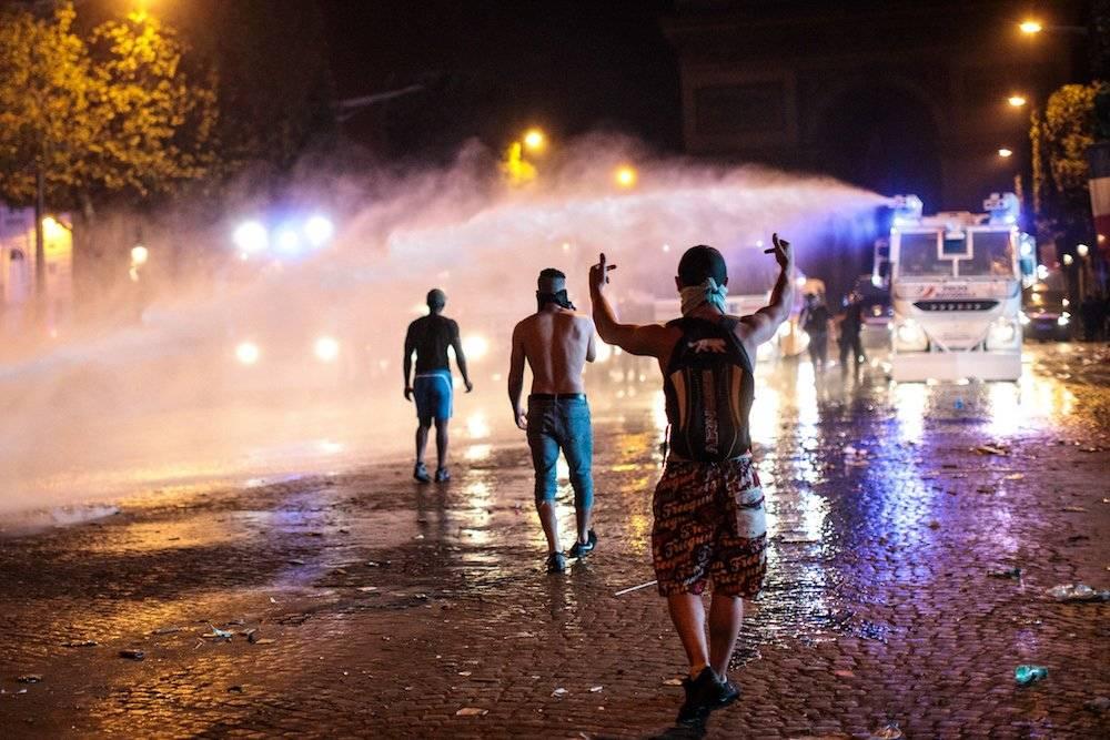 Los encapuchados se enfrentaron con la policía Getty Images