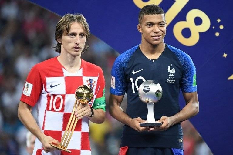 Modric junto a Mbappé, ambos fueron galardonados