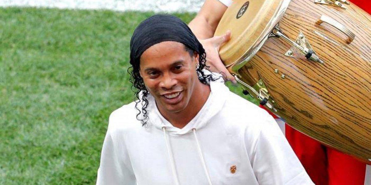 Ronaldinho apareció en la final y puso alegría y magiaal ritmo de timbales