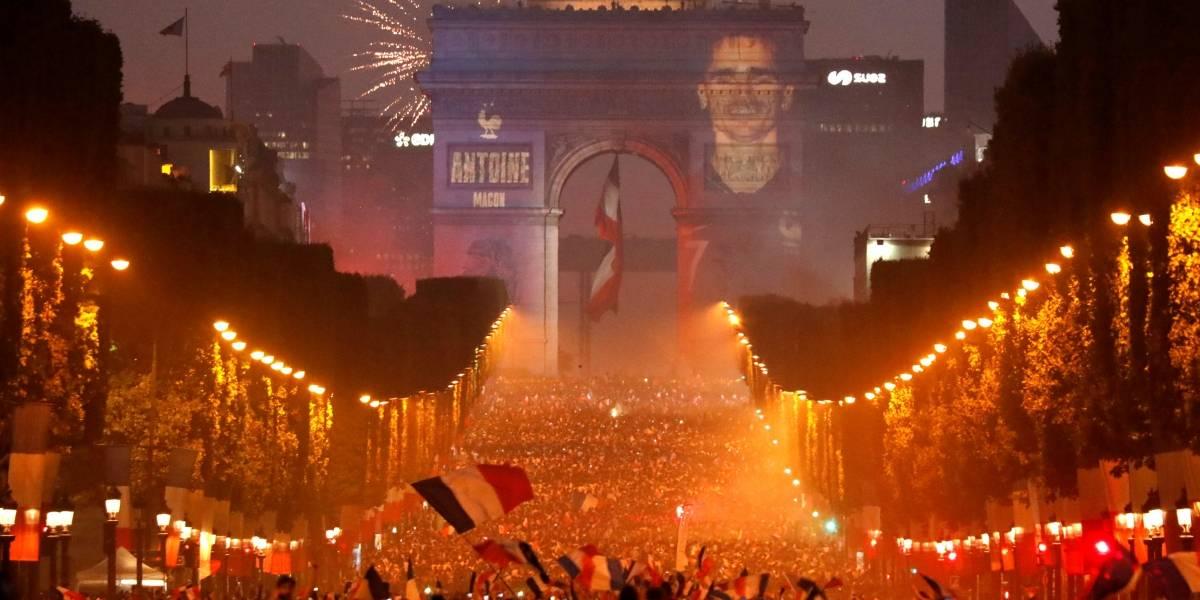 Comemorações animam a França; parada da vitória será na Champs Élysées
